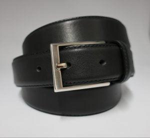 Cinturón de vestir clásico de piel con hebilla plateada mate negro