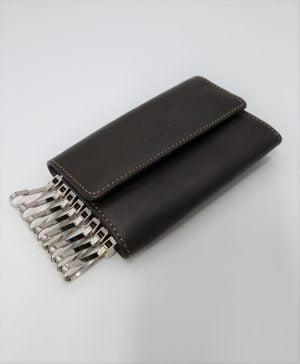 Llavero tipo cartera para ocho llaves de piel marrón