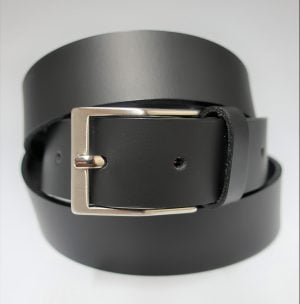 Cinturón liso con hebilla rectangular mate de piel negro