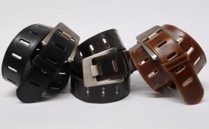 Cinturón sport de mujer de piel con pespuntes y hebilla diagonal colores