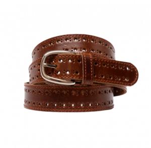 Cinturón de piel con pespuntes y agujeros en los laterales cuero