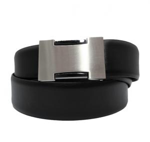 Cinturón de vestir de piel lisa con hebilla tipo chapa negro