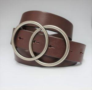 Cinturón de piel lisa con hebilla con forma de doble circunferencia marrón