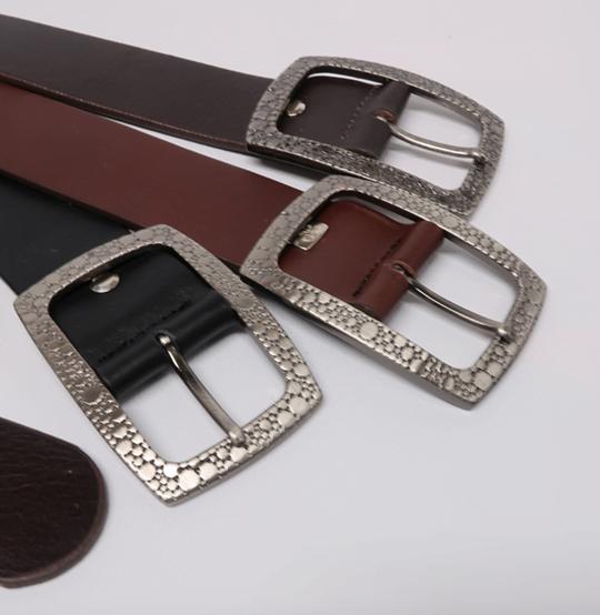 Cinturón sport de piel con hebilla rectangular grabada colores